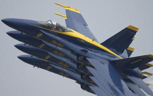 FA-18 Hornet Blue Angels tight formation